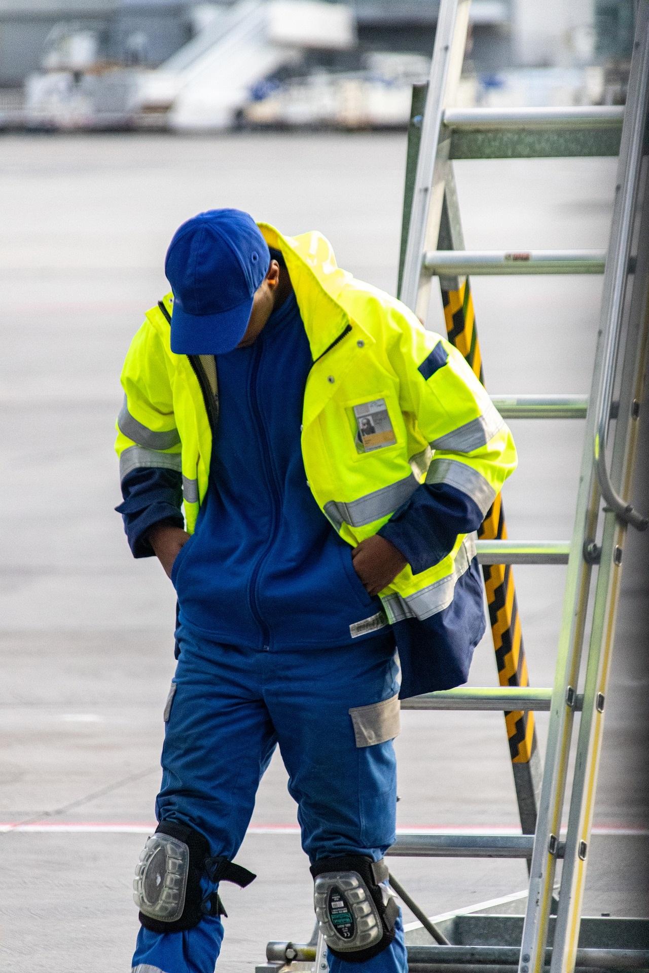 ¿Qué propiedades fotométricas han de tenerse en cuenta en la ropa de protección de alta visibilidad y cómo se miden?